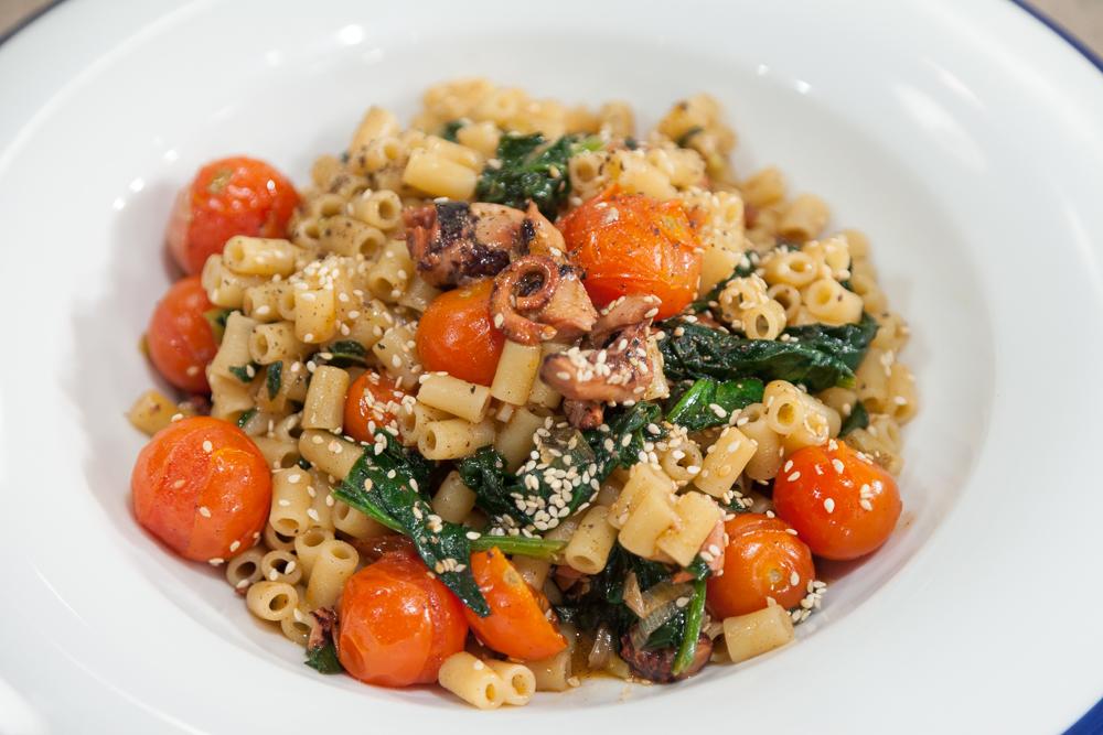 Την Μεγάλη Παρασκευή 29 Απριλίου η Ντίνα Νικολάου μας μαγειρεύει νηστίσιμες συνταγές!